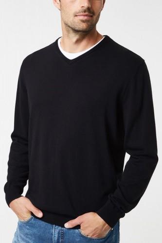 Pull noir en laine col V
