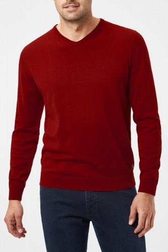 Pull rouge en laine col V