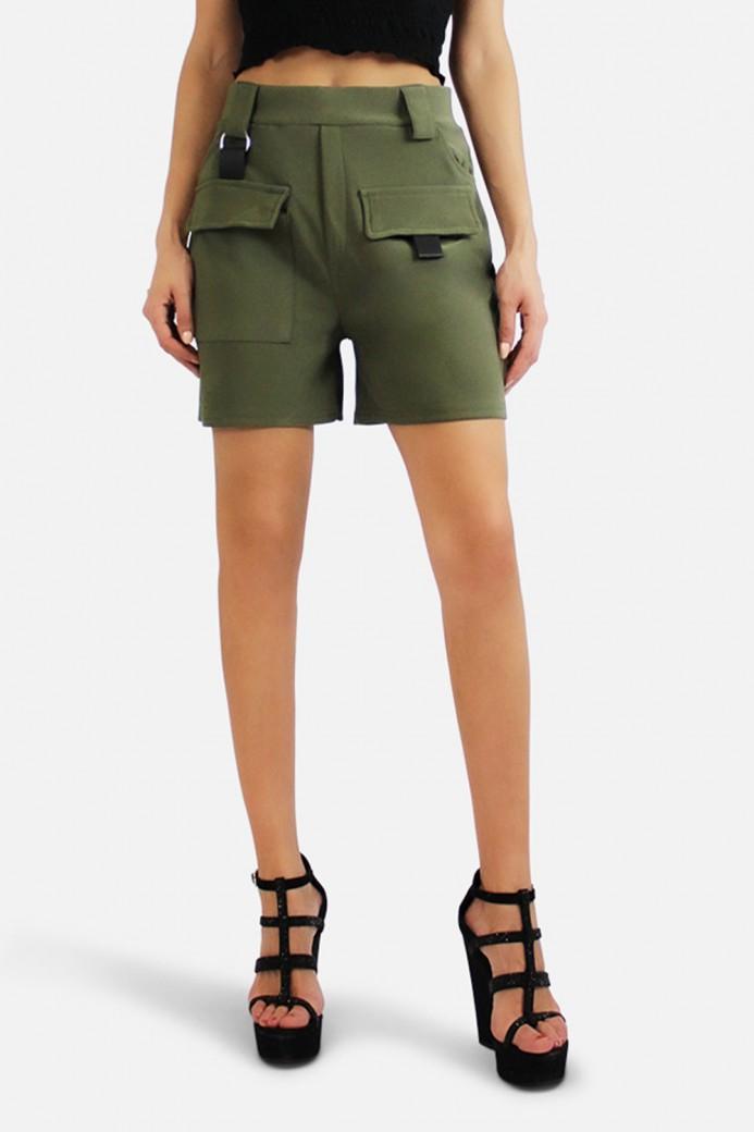 Short à poches latérales